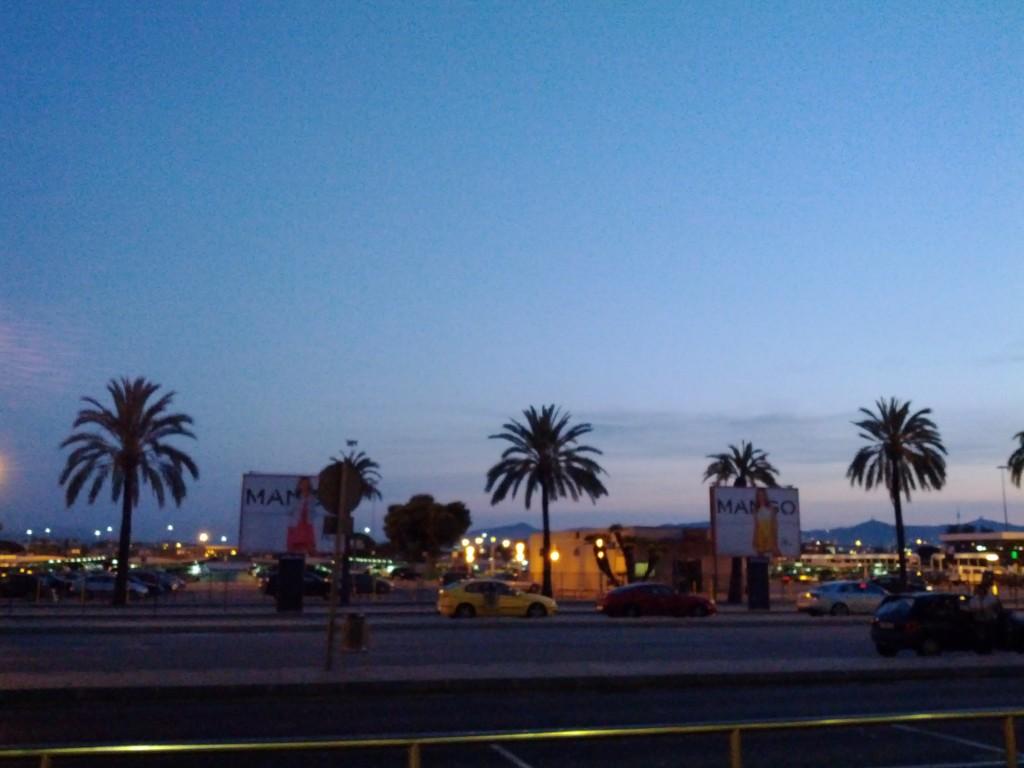 blaue Stunde am Flughafen Barcelona